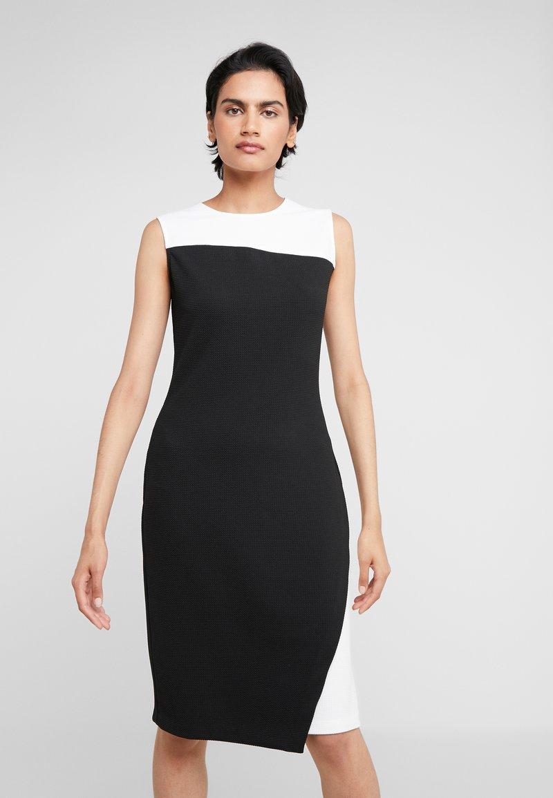 DKNY - COLORBLOCK DRESS - Pouzdrové šaty - ivory/black