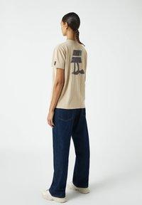 PULL&BEAR - Print T-shirt - light yellow - 2