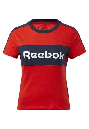 TRAINING ESSENTIALS LINEAR LOGO DETAIL T-SHIRT - Print T-shirt - red