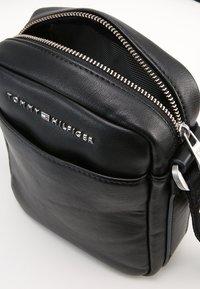 Tommy Hilfiger - Across body bag - black - 5