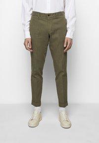 J.LINDEBERG - GRANT STRETCH PANTS - Chino kalhoty - lake green - 0