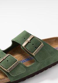 Birkenstock - ARIZONA SOFT FOOTBED NARROW FIT - Domácí obuv - green - 5