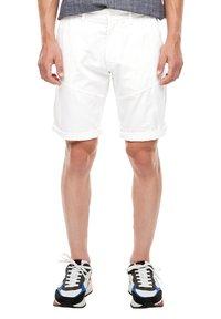 s.Oliver - Shorts - white - 5