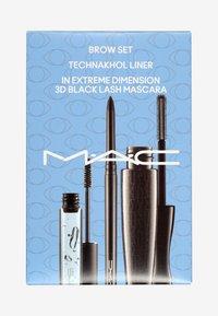 MAC - EYES ESSENTIALS - Kit make up - - - 1