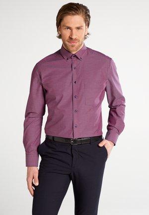 FITTED WAIST - Shirt - rot/blau