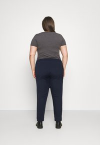 Tommy Jeans Curve - RELAXED - Tracksuit bottoms - twilight navy - 2