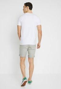 Jack & Jones - JJIENZO - Shorts - limestone - 2