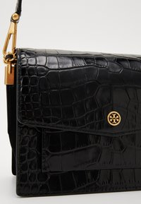 Tory Burch - ROBINSON CONVERTIBLE SHOULDER BAG - Kabelka - black - 3
