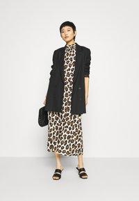 Closet - CLOSET HIGH NECK FRONT SLIT DRESS - Day dress - brown - 1