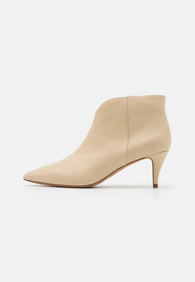 Ankle Boot - cream