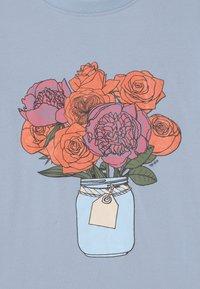 The New - TORI - Print T-shirt - brunnera blue - 2