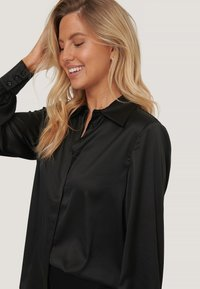 NA-KD - Button-down blouse - black - 3