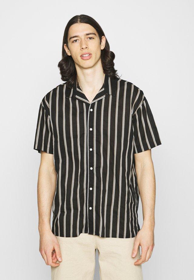 JJGREG STRIPE SHIRT - Skjorter - black
