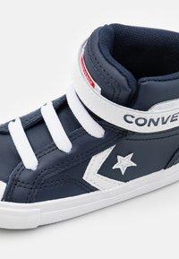 Converse - PRO BLAZE STRAP VARSITY UNISEX - Baskets montantes - obsidian/white/university red - 5