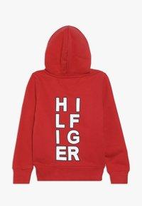 Tommy Hilfiger - MULTI GRAPHIC HOODIE - Bluza z kapturem - red - 1