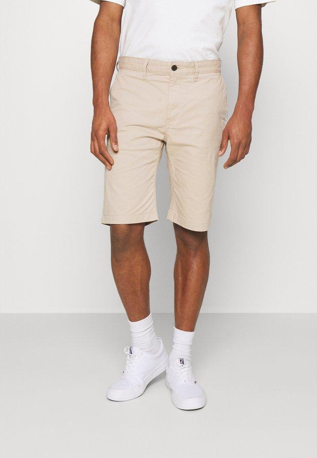 ETHAN - Short - soft beige