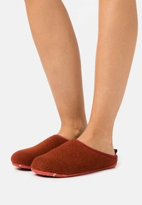 Camper - WABI - Slippers - medium brown - 0
