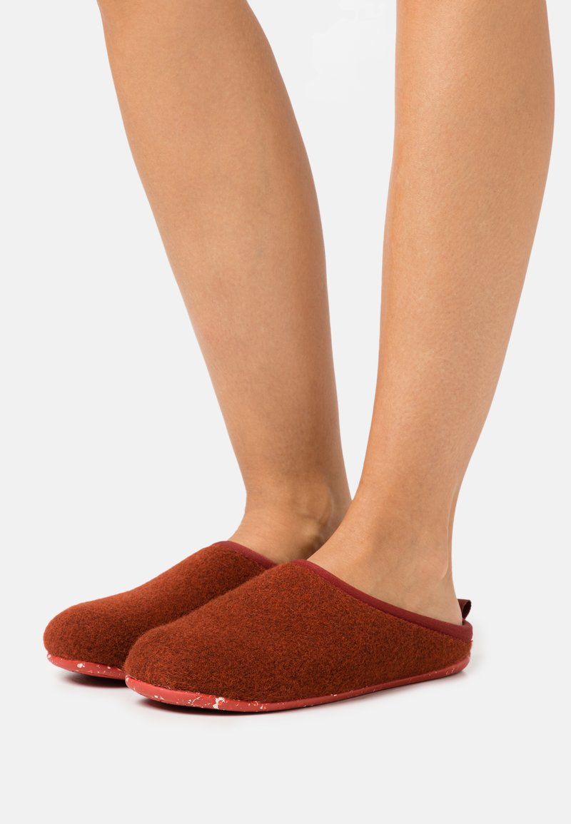 Camper - WABI - Slippers - medium brown