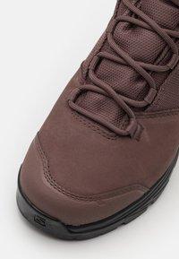 Salomon - OUTWARD GTX - Hiking shoes - peppercorn/black/brick dust - 5