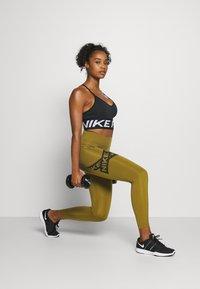 Nike Performance - 7/8 TROMPE  - Tights - olive flak/black - 4