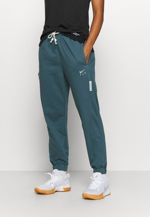 STANDARD ISSUE PANT - Jogginghose - ash green/pale ivory