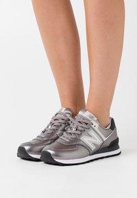 New Balance - WL574 - Sneakers basse - grey/black - 0