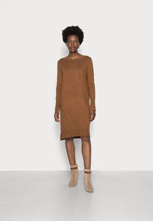 DRESSES - Strikket kjole - toffee