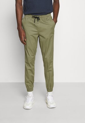 JJIGORDON JJLANE - Tracksuit bottoms - deep lichen green