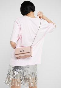 LIU JO - BELT BAG CAMEO - Bum bag - light pink - 1