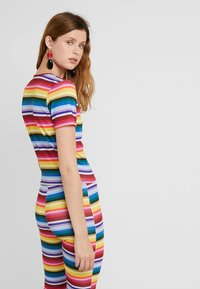 Missguided Tall - STRIPED AND FLARE TROUSER - T-shirt con stampa - blue - 5