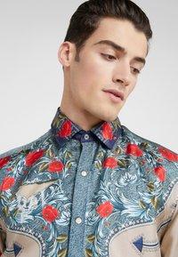 Versace Collection - CAMICIE TESSUTO - Košile - sabbia  stampa - 3