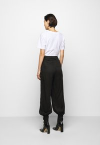 Mother of Pearl - ELASTICATED TROUSER WITH CUFF HEM - Trousers - black - 2