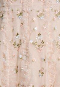 Needle & Thread - FRIEDA DISTY LONG SLEEVE MINI DRESS - Cocktailkleid/festliches Kleid - strawberry icing - 6
