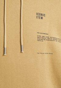 TOM TAILOR DENIM - HOODY WITH PRINT - Hoodie - lark beige - 3