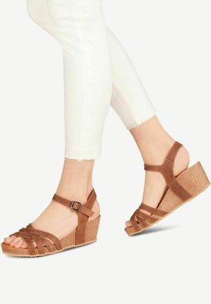 Sandály na klínu - espresso nubuc