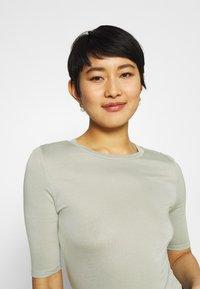 Marks & Spencer London - HIGH NECK TOP - T-shirt basic - green - 3