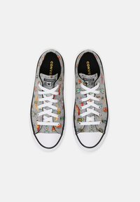 Converse - CHUCK TAYLOR ALL STAR BUGGED OUT UNISEX - Zapatillas - ash stone/black/bright poppy - 4
