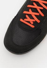 Giro - RUMBLE - Cycling shoes - black/glowing red - 5