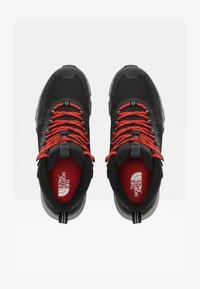 tnf black/fiery red