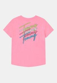 Tommy Hilfiger - T-shirt z nadrukiem - cotton candy - 1
