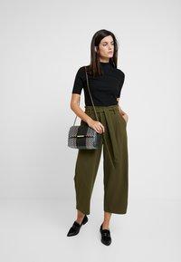 Springfield - CIRCUL - Trousers - greens - 1