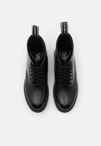 KARL LAGERFELD - TROUPE BRUSH LOGO BOOT HI - Šněrovací kotníkové boty - black - 4