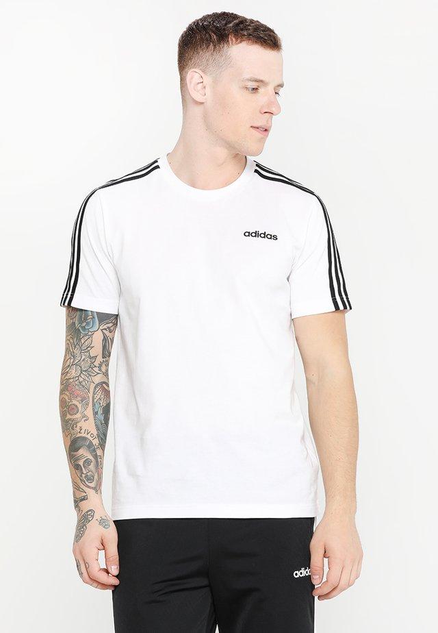 ESSENTIALS SPORTS SHORT SLEEVE TEE - Print T-shirt - white/black