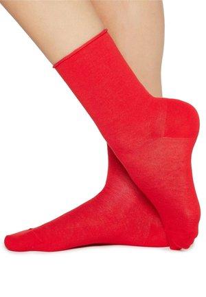 MIT UMSCHLAG - Socks - strawberry
