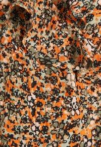 Supermom - FLOWER - Vestido informal - coral gold - 2