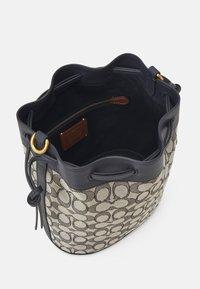 Coach - SIGNATURE FIELD BUCKET BAG - Across body bag - navy midnight - 3