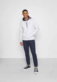 Tommy Jeans - DAD JEAN STRAIGHT - Jeans straight leg - oslo dark blue com - 1