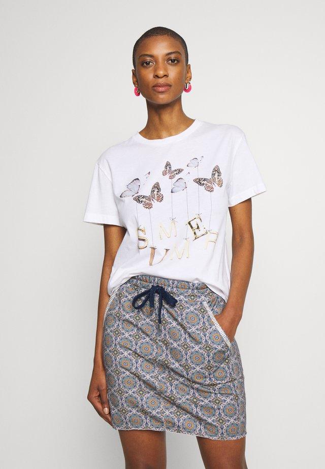BUTTERFLY PRINT - T-shirt z nadrukiem - white