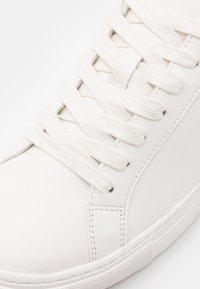 Zign - Matalavartiset tennarit - white/black - 5