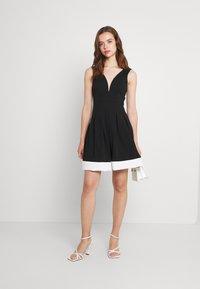 WAL G. - TILULA SKATER DRESS - Denní šaty - black/white - 1